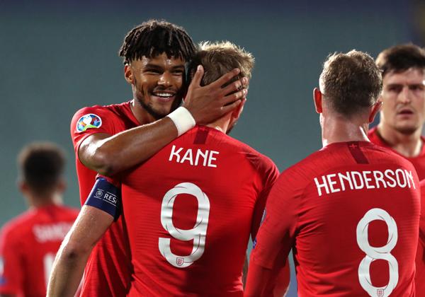 נבחרת אנגליה-יבמ שמחה (כולל הארי קיין, עם הגב). צילום ארכיון: BigStock