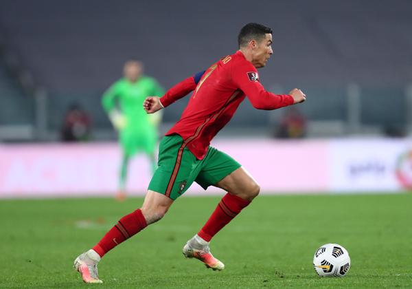 כריסטיאנו רונאלדו במדי נבחרת פורטוגל. צילום: BigStock
