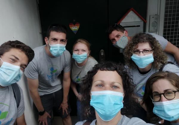 """עובדים באפספלייר מתנדבים למען נוער גאה. צילום: יח""""צ"""
