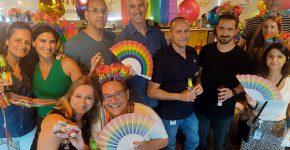 היוצר דורון מדלי (למעלה) עם עובדים בסלברייט בחגיגת הגאווה של החברה. צילום: ציבי נדל