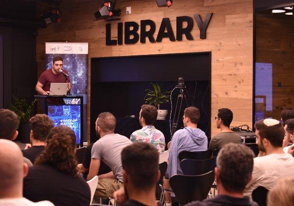 הצגת פרויקטים באירוע הסיום. צילום: עתיד מבטיח אט''ל