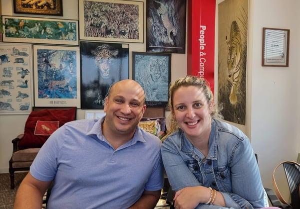 """מימין: ליאה וידר, מנהלת מכירות ושיווק בישראל ואירופה, ודוד אדי, המנכ""""ל - אלייבל. צילום: פלי הנמר"""