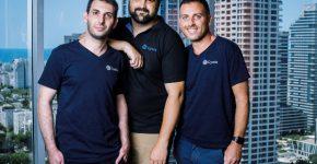 """מייסדי סיולו. מימין לשמאל: אלמוג אפיריון, מנכ""""ל; ערן שמואלי, ארכיטקט התוכנה; ודדי ירקוני, סמנכ""""ל טכנולוגיה. צילום: שני צדיקריו"""