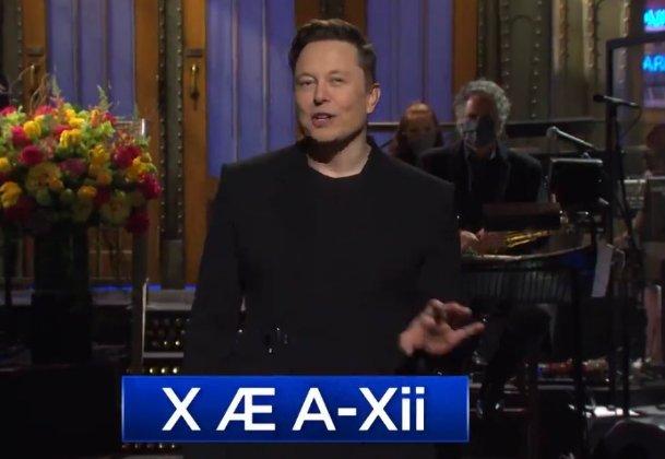 מדבר על בנו, X Æ A-Xii, ב-SNL. אילון מאסק. צילום מסך מעובד מהתכנית