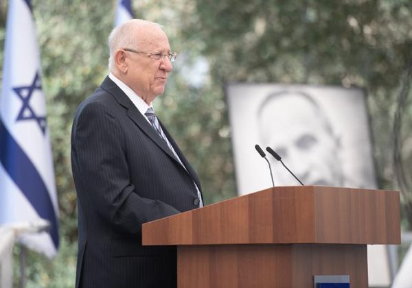נשיא המדינה, ראובן ריבלין, בטס הענקת הפרס. צילום: אריאל חרמוני, משרד הביטחון