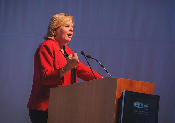 שרת הכלכלה, אורנה ברביבאי. צילום: עידן כנפי, מרכז פרס לשלום ולחדשנות
