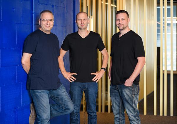 """מימין: עומר פריאל, אריק שטילמן (המנכ""""ל) וארקדי קרפמן. מייסדי ראפיד. צילום: דיוויד גראב"""