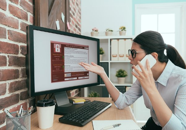 שיחת טלפון עם מוקדן שעלולה להסתיים בכופרה. צילום אילוסטרציה: BigStock