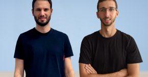 """עמית עזר (מימין) ואיתן צ'ודנובסקי, מייסדי אפסוויפט. צילום: יח""""צ"""