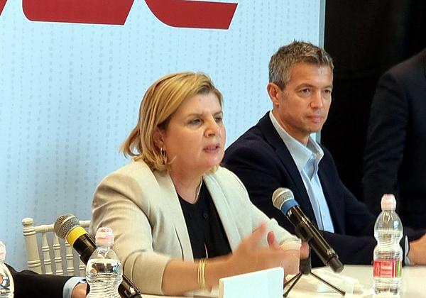 מימין: שר התקשורת, יועז הנדל, ושרת הכלכלה, אורנה ברביבאי. צילום: פלי הנמר
